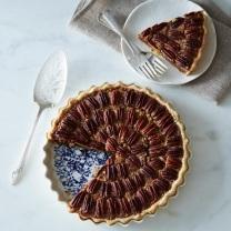 http://food52.com/provisions/products/273-pour-la-tourtiere-d-annette-stoneware-pie-plate